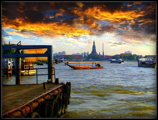 Chajo Praja River, Bangkok and Wat Arun | by P. Suesskind