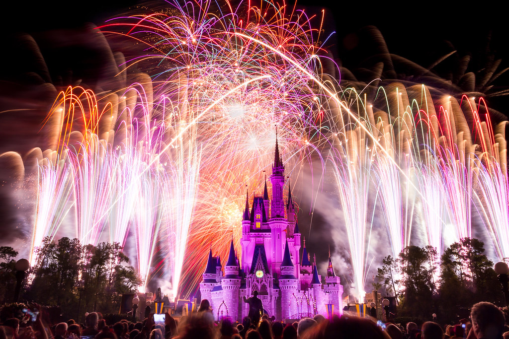 Magic Kingdom - Wishes Captured   60 seconds of the finale ...