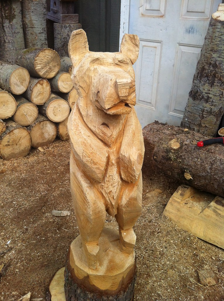 Wood carving hand chainsaw bear simple