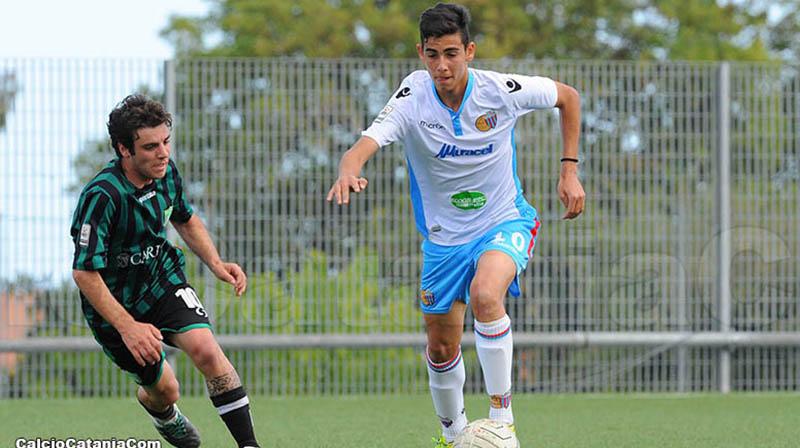 Doppietta a Siracusa per Alessio Rizzo, centrocampista catanese classe '98, che ha proprio oggi compiuto 18 anni