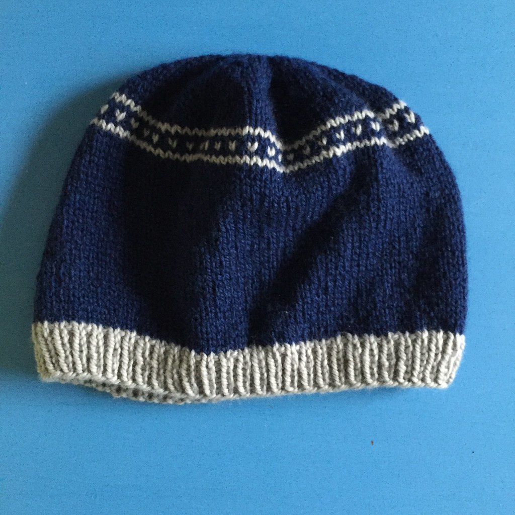 freestyle navy and silver beanie knit in wool days scout yarn. skinny fair isle heart band on crown
