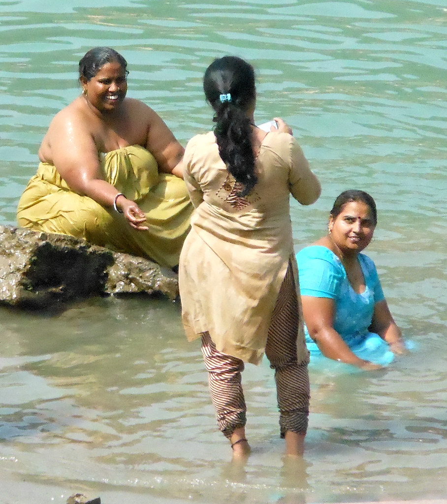 Bathing pilgrims | Women bathers at a ghat in Rishikesh ...