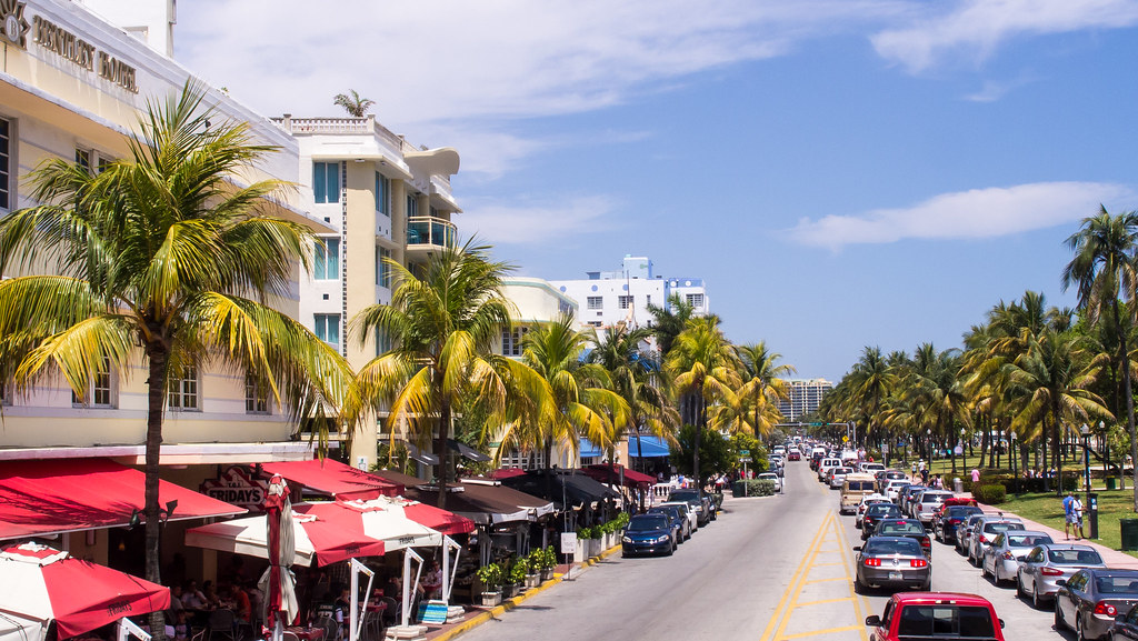 Miami Beach sightseeing bus tour - Ocean Drive
