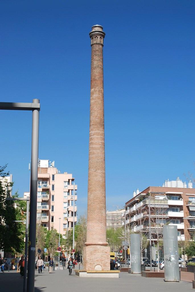 Chimenea chimenea industrial en poblenou barcelona - Chimeneas barcelona ...