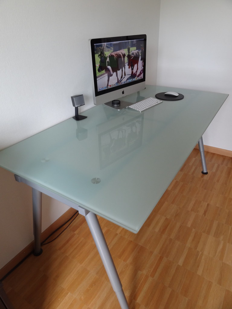 Glass top desk ikea roselawnlutheran for Ikea glass table tops