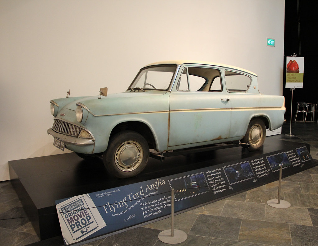 flying ford anglia at harry potter exhibition 1 karla vanessa redor flickr. Black Bedroom Furniture Sets. Home Design Ideas
