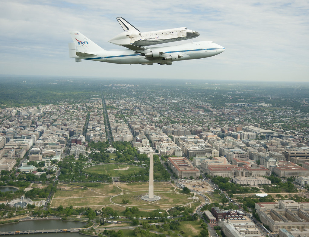 Space Shuttle Discovery DC Fly-Over (201204170006HQ) | Flickr