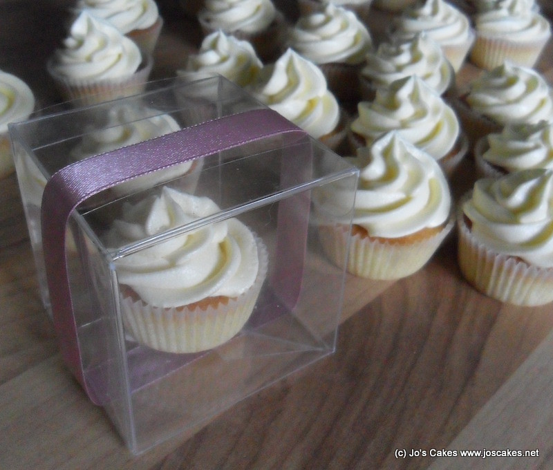 mini wedding cake cupcake pans mini cupcake wedding favours teeny tiny portions of 17414