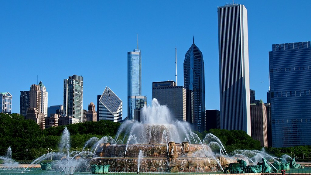Buckingham Fountain And Downtown Chicago In Grant Park