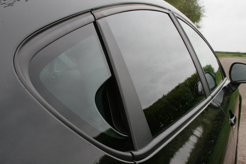 Seat leon fr rear door handle the leon 39 s rear door for Back door with window that opens