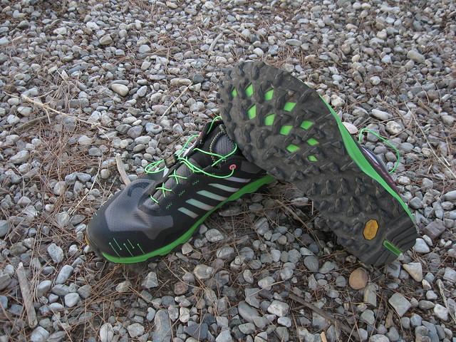 Πολύ όμορφα αισθητικά τα Vertical. Παρατηρείστε (πράσινο χρώμα) την ενδιάμεση σόλα μεταξύ των επιθεμάτων μπροστά στο παπούτσι!