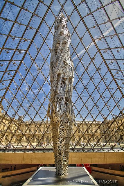 Int rieur de la pyramide du louvre flickr photo sharing for Interieur pyramide