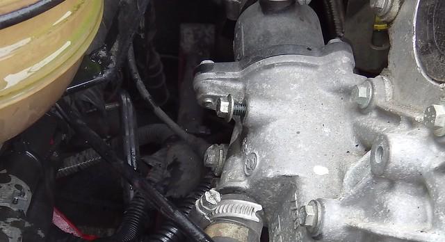 Vis de purge du circuit de refroidissement 26880756640_da8844169a_z