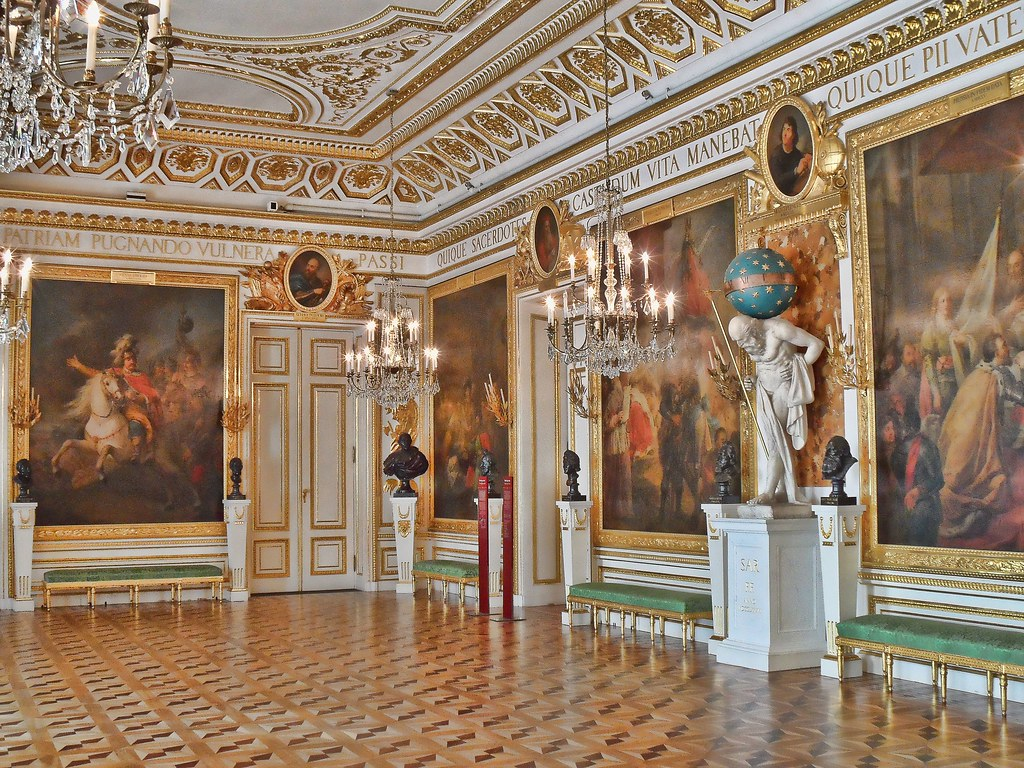 The castle hall zamek kr lewski w warszawie sala for Sala de estar palacio