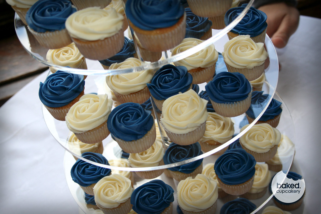 Pics For > Royal Blue Wedding Cupcakes