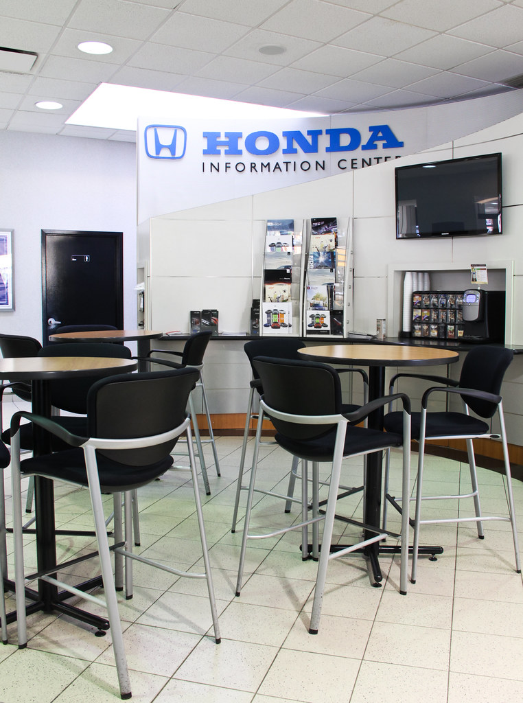 Showroom at paragon honda in queens ny paragon honda 57 for Paragon honda northern blvd