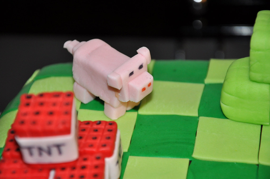 Minecraft Pig Cake Images : Minecraft TNT & Pig Cake Toppers Minecraft cake made for ...