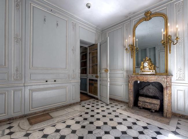 Appartements priv s de marie antoinette 29 32 salle de for Salle de bain louis xv