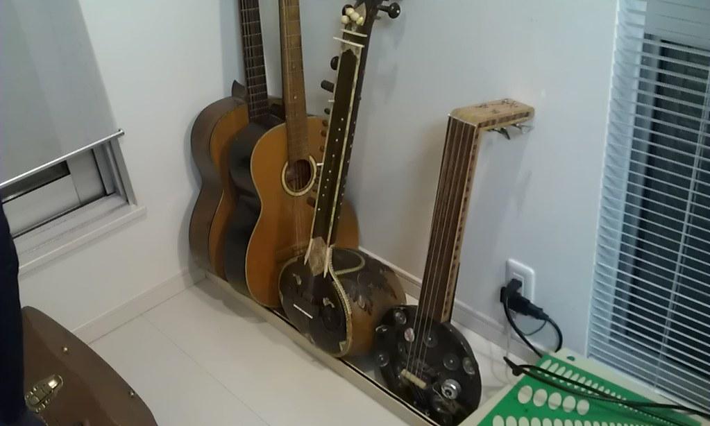 diy the simplest guitar stand in the world flickr. Black Bedroom Furniture Sets. Home Design Ideas