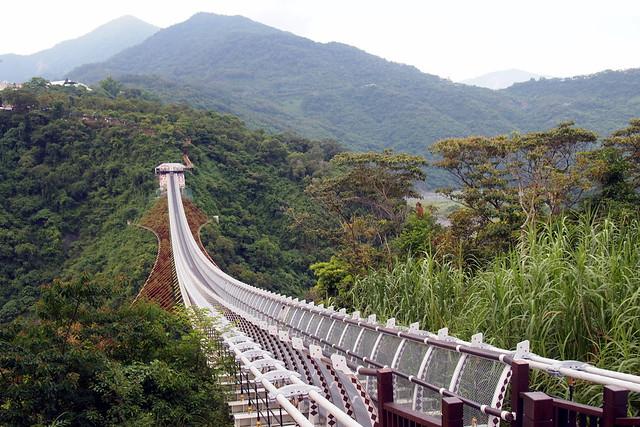 山川琉璃吊橋重新串連霧台、三地門和瑪家。攝影:李育琴