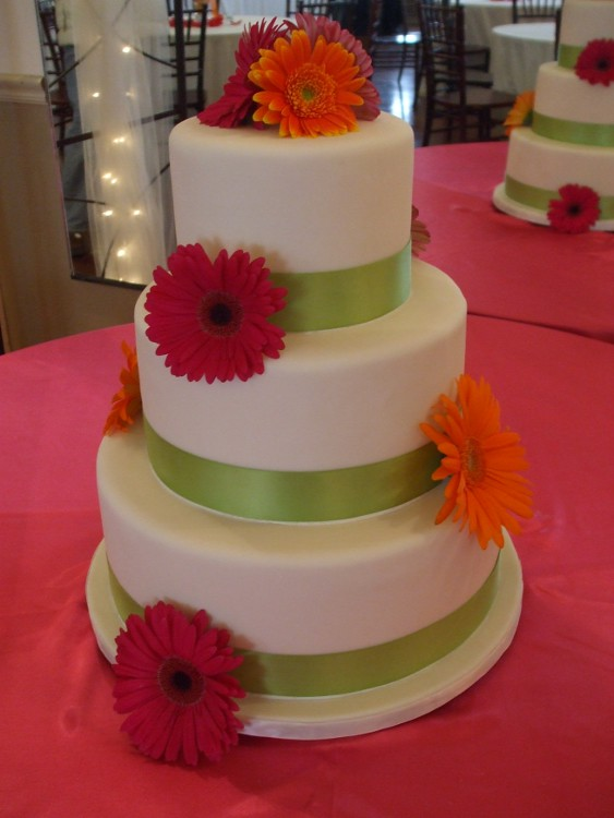 wedding cake pictures with gerbera daisies gerbera wedding cake tricia flickr 23449