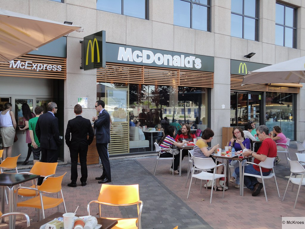 Mcdonald 39 s madrid san aquilino 4 local 1 a spain flickr for Oficinas mcdonalds madrid