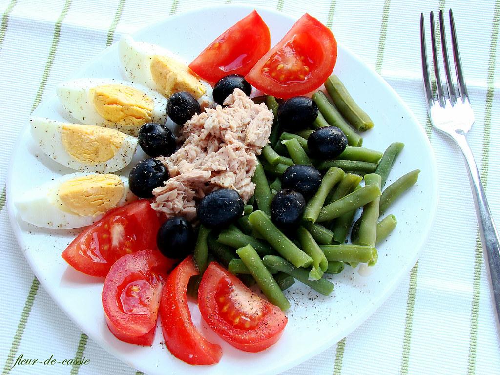 Салат с фасолью и консервированным тунцом рецепт с