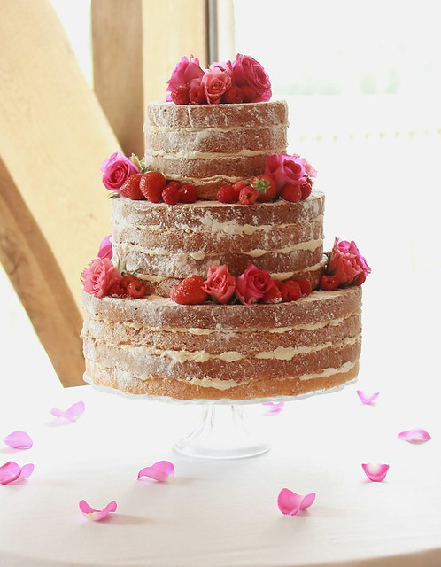 how to stack victoria sponge wedding cake vintage sponge 3 tiered wedding cake flickr 16176