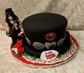 Guns and roses cake | by The House of Cakes Dubai