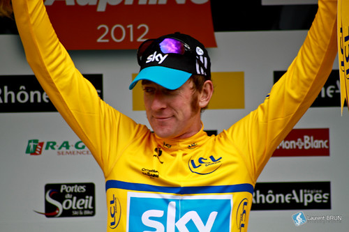 Bradley Wiggins sur le podium de Rumilly | by www.instants-cyclistes.fr