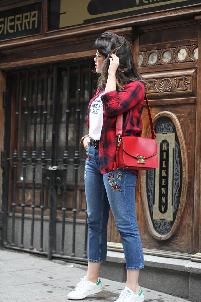 look con camisa de cuadros rojo y reloj mam originals de madera myblueberrynightsblog