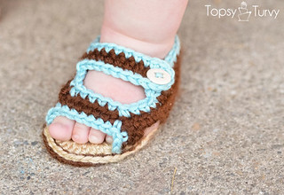 crochet-baby-sandals-left-foot | by ashleemarie.com