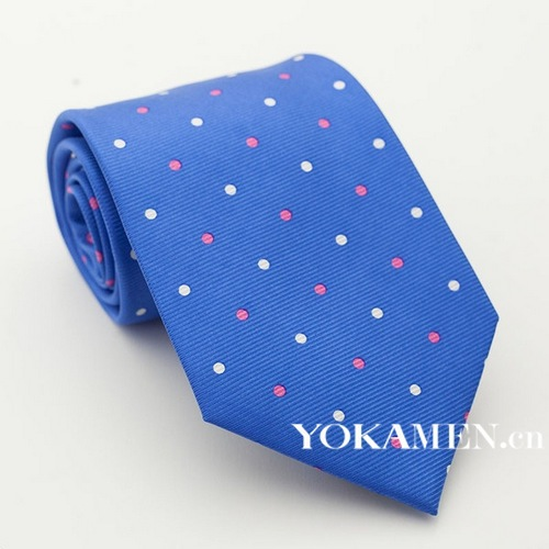 Tie on the dress of gentleman 36 ℃ fresh debut