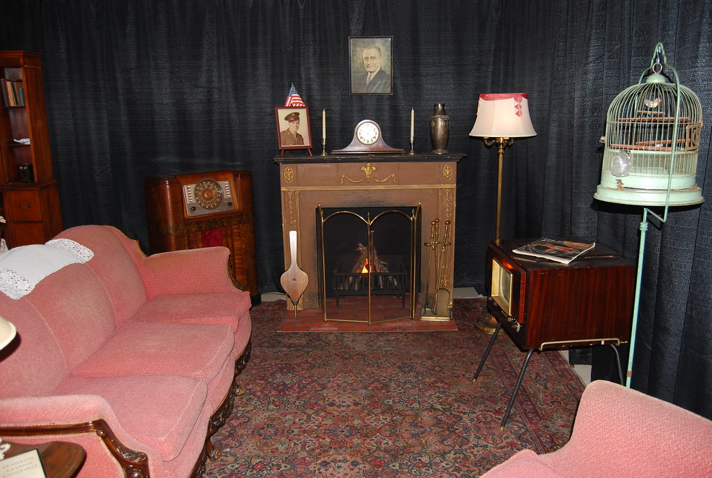 Living Room 1940s late 1940's living room, route 66 museum | the radio takes t… | flickr