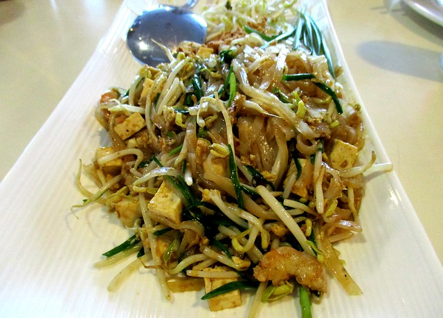Flavours Thai Kitchen pad thai 1