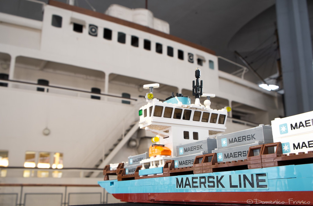"LEGO 10155 vs Nave da crociera ""Conte Biancamano"" | Maersk A ... Ship"
