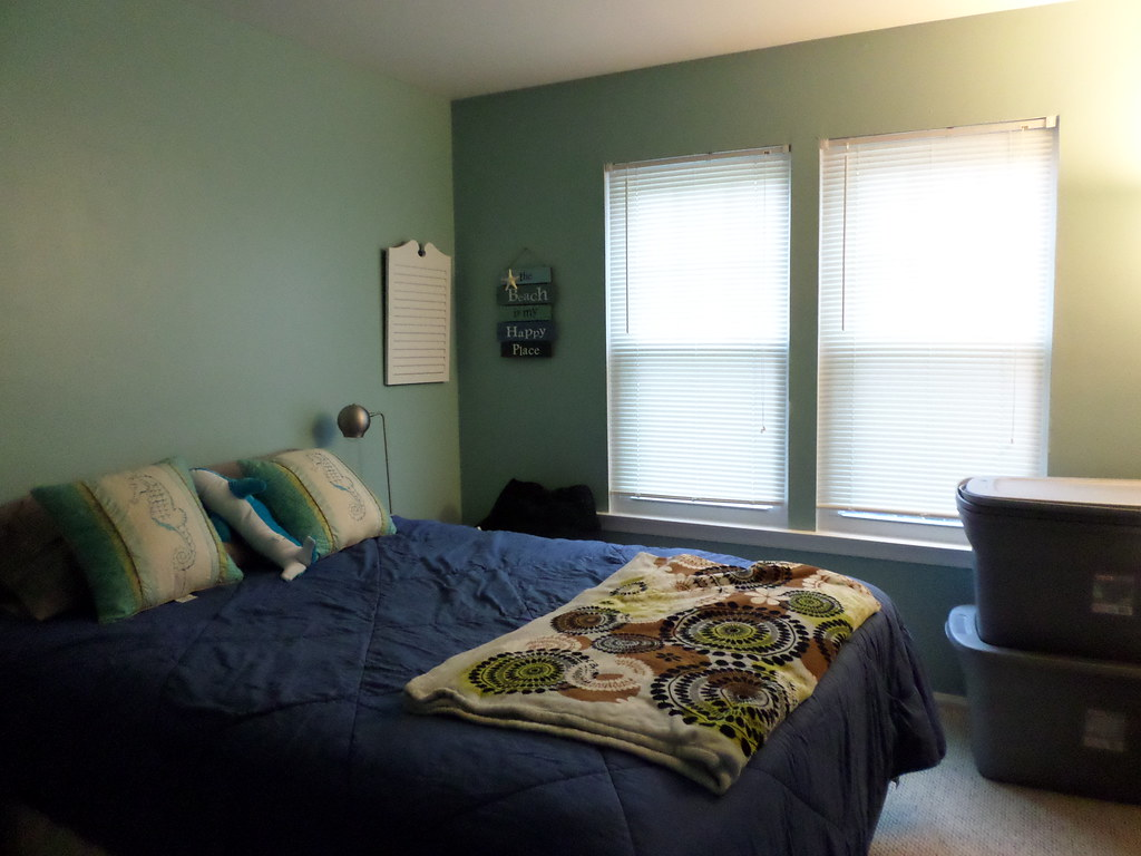 Beach decor guest room