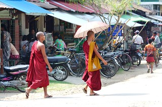 IMG4093/Burma/Sittwé/Monk in the street | by dany13