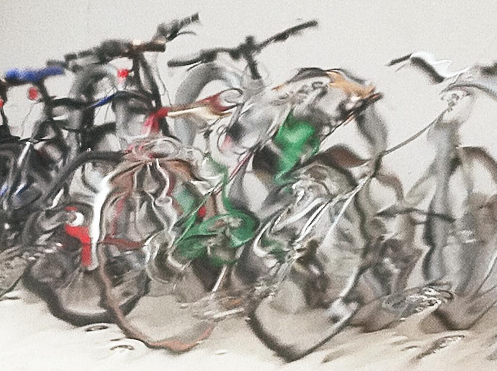 Bikes In Rain At Trader Joes >> Bikes In The Rain At Trader Joe S Rainy Light Iphone P Flickr