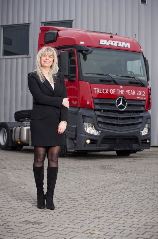 Die Chefin von Spedition Batim mit dem Mercedes truck of t ...