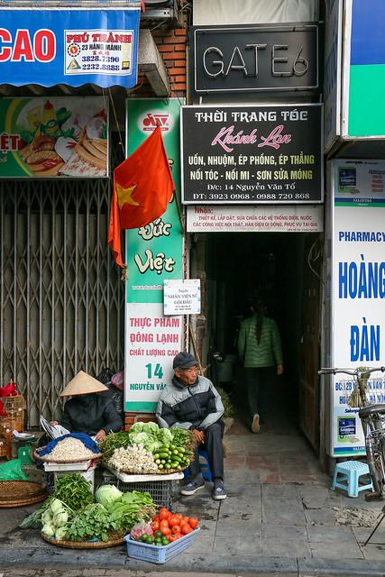 Alleys in old city, Hanoi, Vietnam ハノイ旧市街、朝の路地