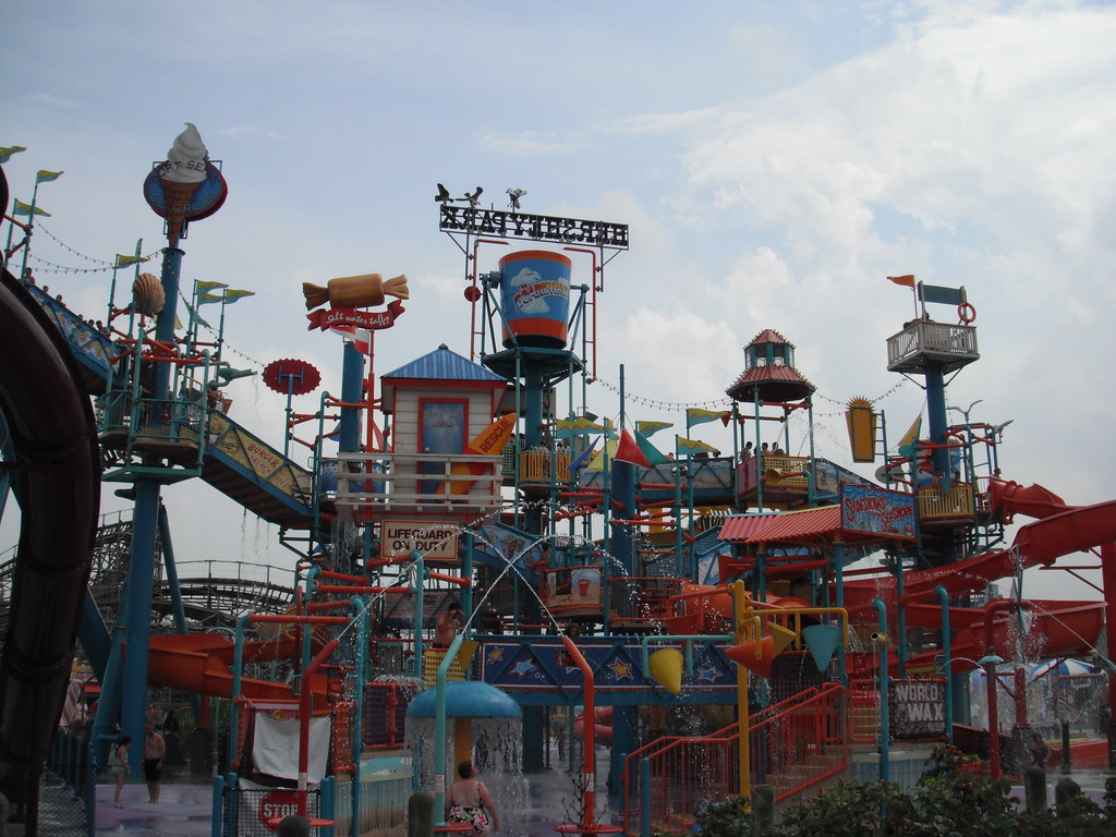 amusement park description essay Raymond 1 rachael raymond mr neuburger english comp 101-129 24 february 2011 descriptive essay six flags elitch gardens every year around memorial day in may, six flags elitch gardens in denver, colorado opens its water park to the public.