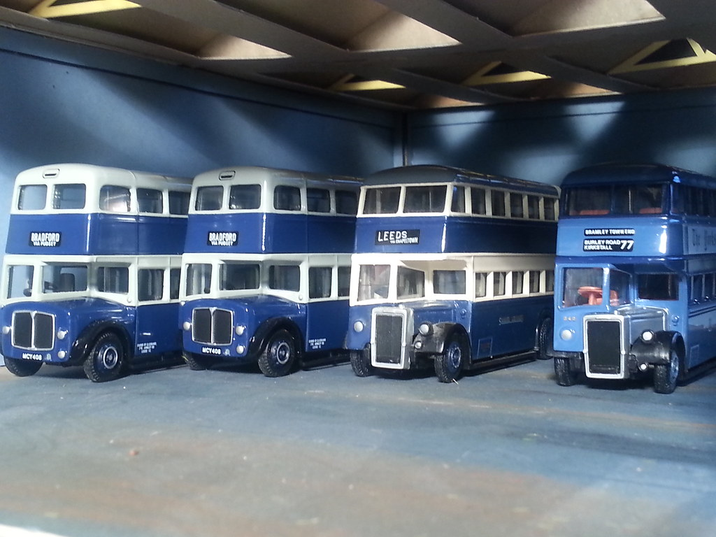 Samuel Ledgard Buses In The Garage 1 76 Oo Gauge The