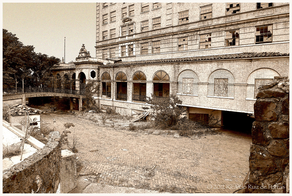 Baker Hotel Bridge To Pool Area From Ne 1st St Mineral Rrp Photography Flickr