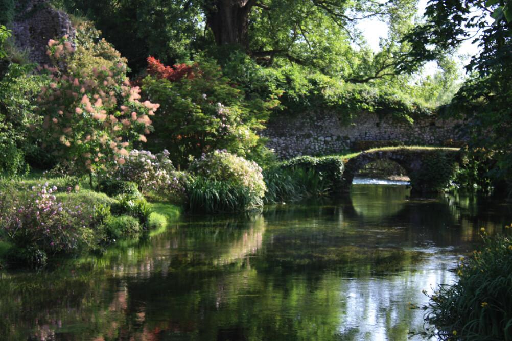Il giardino di ninfa il giardino di ninfa presso latina for Giardino 3d gratis italiano