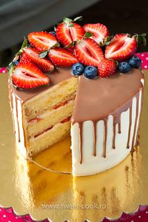 Творожно-сливочный торт с ягодами