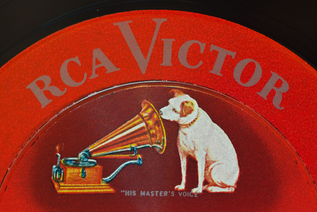 his master 39 s voice a fine example of an rca shaded dog flickr. Black Bedroom Furniture Sets. Home Design Ideas