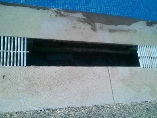 Rejilla lateral piscina valdemoro infantil seg n han for Piscina de valdemoro