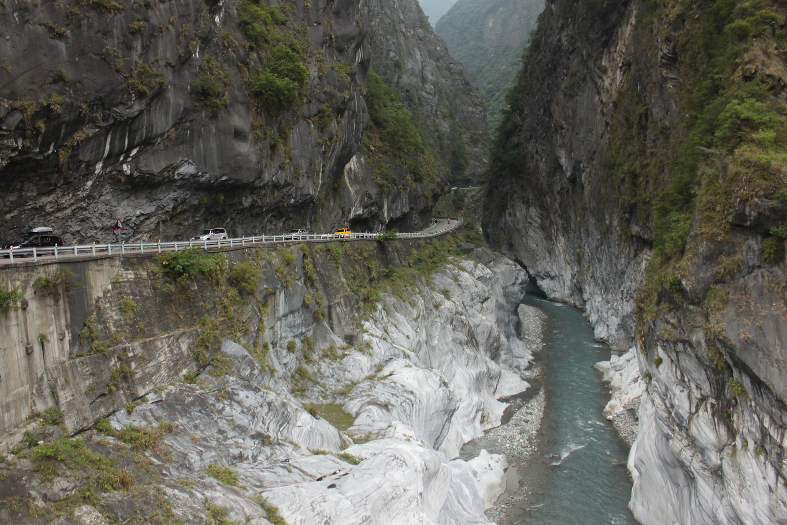 La carretera por el desfiladero del parque nacional