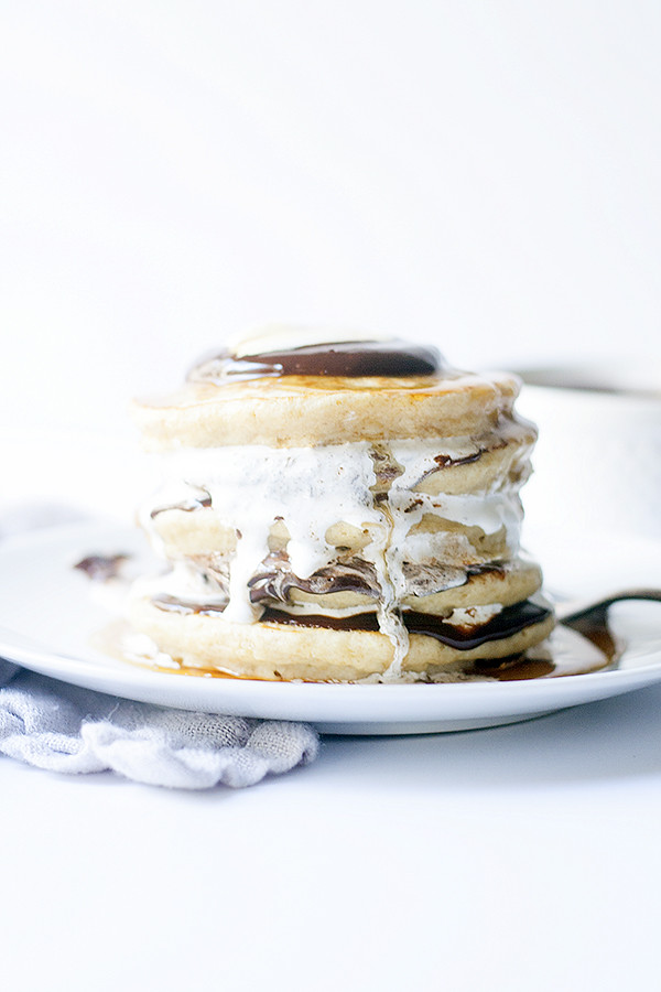 a summer classic made into one amazing breakfast | s'more pancakes